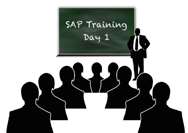 SAP Dozent vor der Klasse